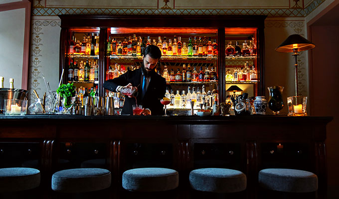 gabriele-rizzi-bar-manager-chill-bar-right